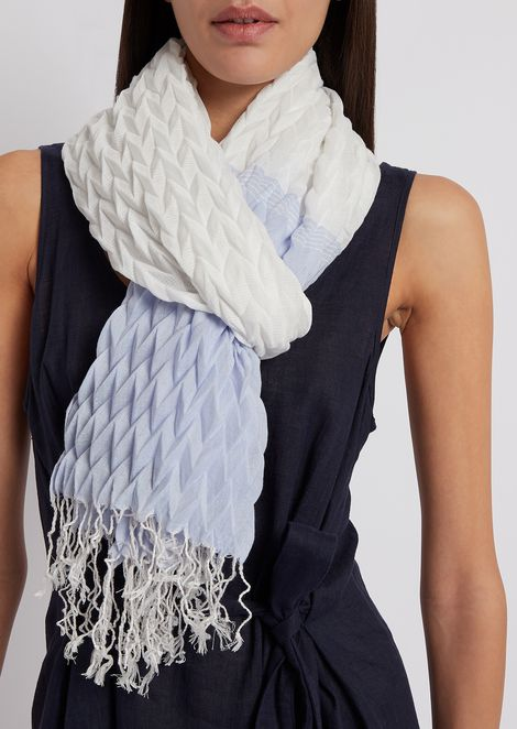 Stole in pleated fabric with fringing
