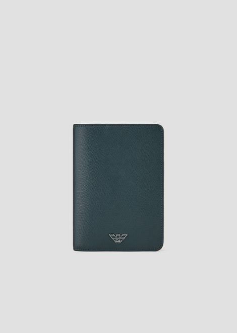 Leather passport holder with boarded finish
