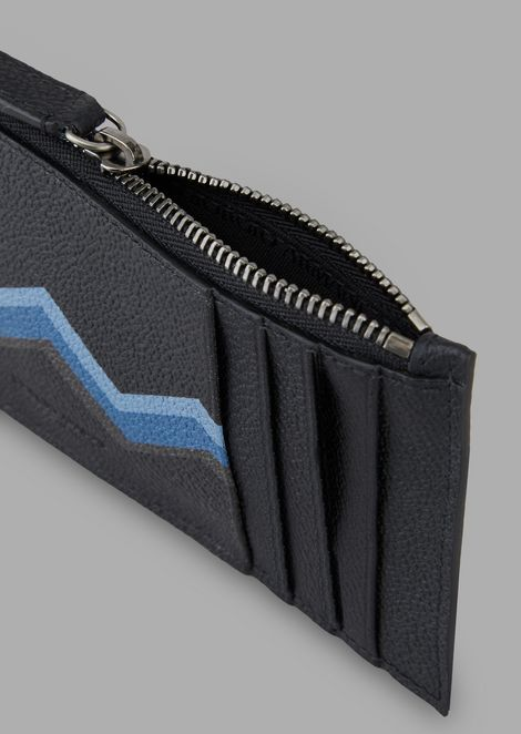 Card holder in grained leather with zipper and colored chevron print