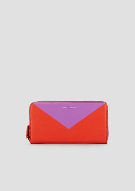 Horizontal design wallet with zip and triangle print