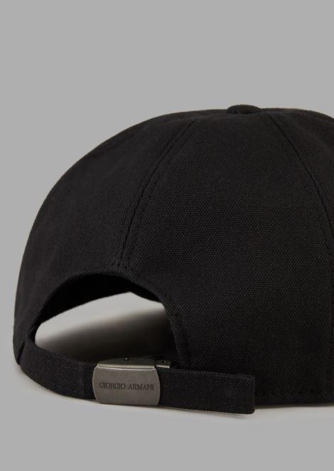 Gorra con logotipo bordado