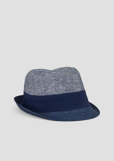 Bucket hat in straw with matching ribbon