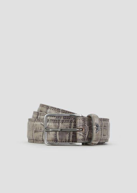 Cinturón de piel con estampado de cocodrilo