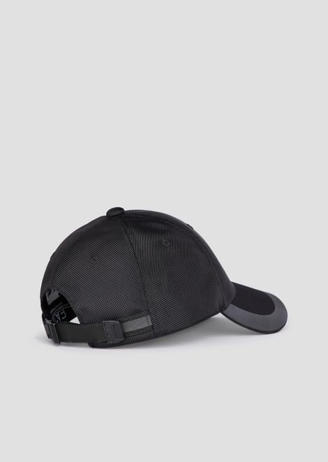Baseball cap with mesh and logo