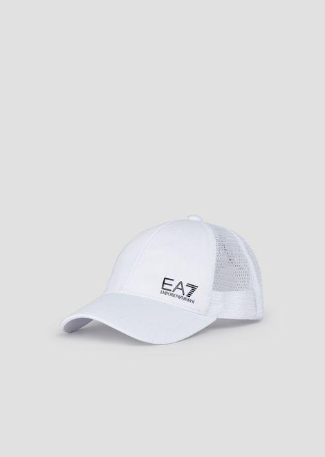 Baseball cap with mesh and logo
