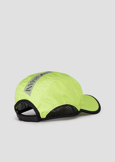 Foldable baseball cap with reflective logo