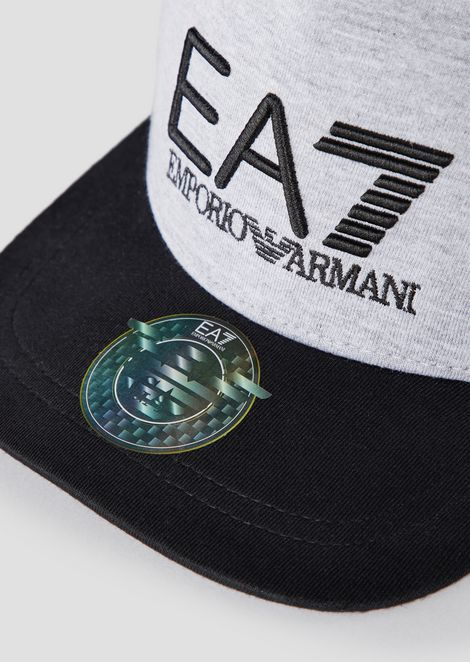 Two-tone baseball cap with logo on front