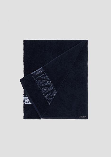 Asciugamano beachwear in puro cotone con logo a contrasto