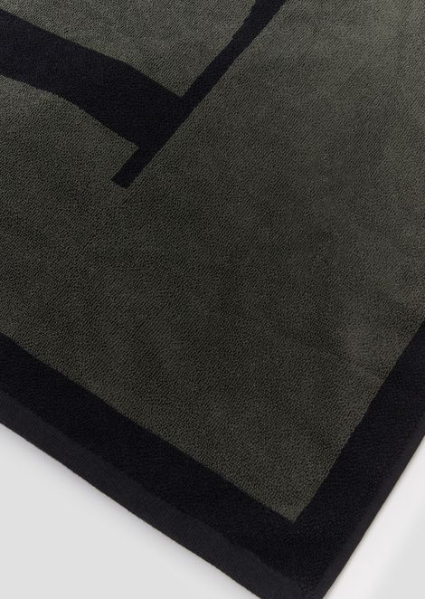 Pure cotton beachwear towel with contrast logo
