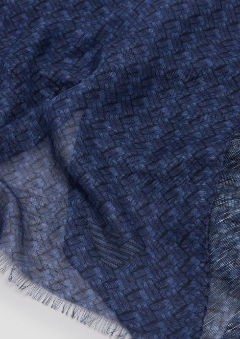 Foulard in geometric patterned fabric