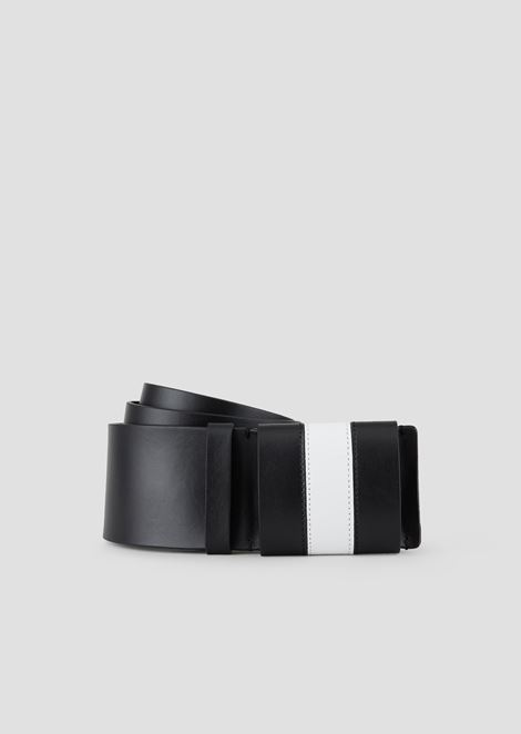 Wide leather belt with contrasting belt loop