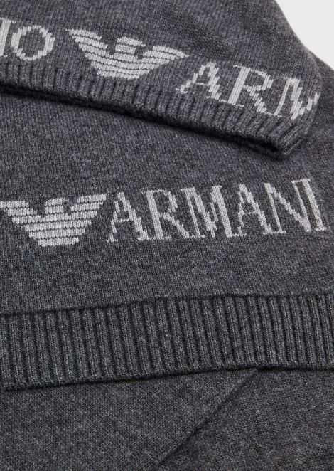Hat and scarf set with jacquard logo