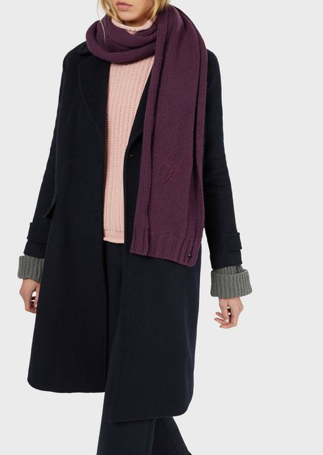 Stole in pleated fabric