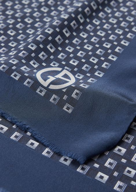 Stole in silk with geometric pattern