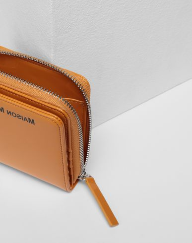 ACCESSORIES Zip-around patent wallet  Peach