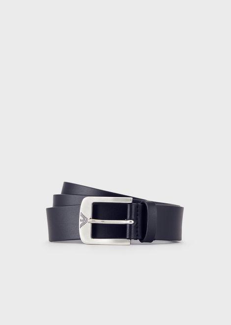 Cinturón de piel con hebilla con logotipo