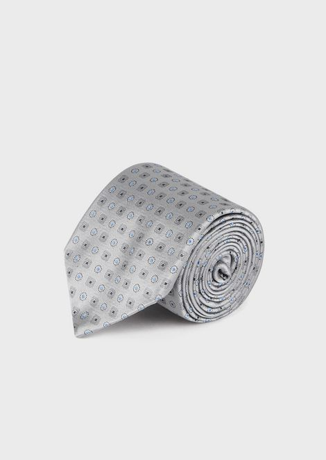 Silk tie with optical pattern