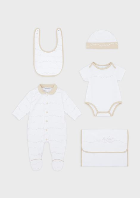 Gift set with baby suit, beanie, bodysuit, bib and dust bag