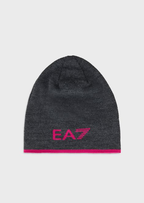 Knitted beanie hat with logo