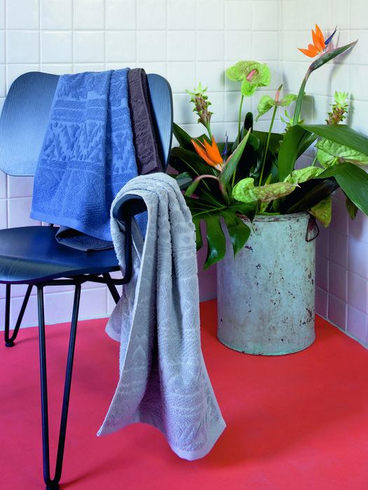 LIVING TROPICAL NAVAJO SOLI Bath U e