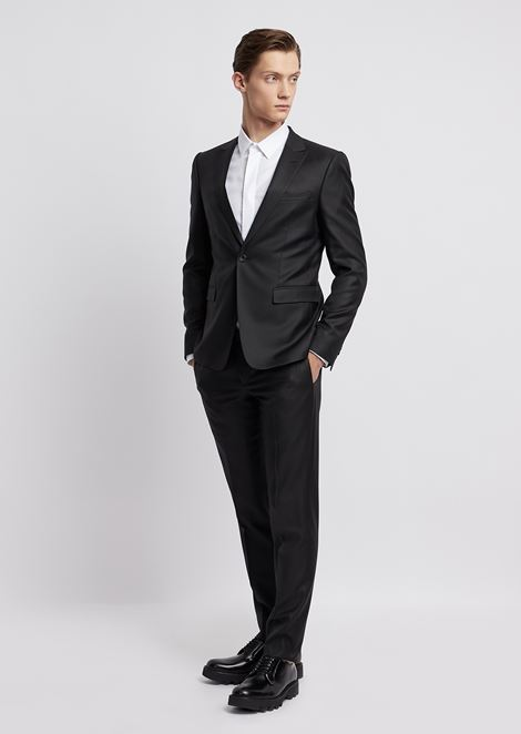 Suit in a blend of light wool and silk with single-breasted blazer