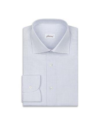 Рубашка в мелкую бело-голубую клетку.