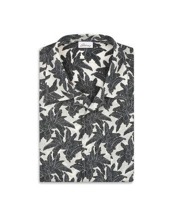 Коричневая рубашка с короткими рукавами и принтом