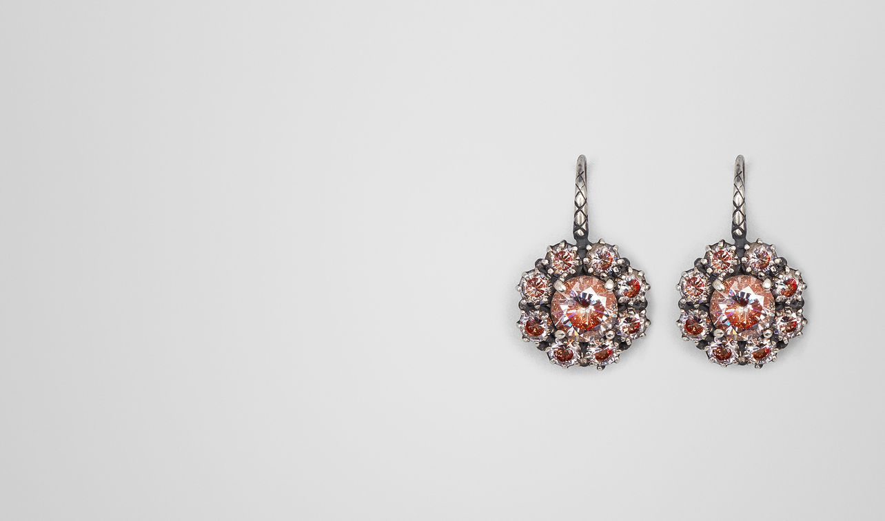 earring in zirconia and enamel landing