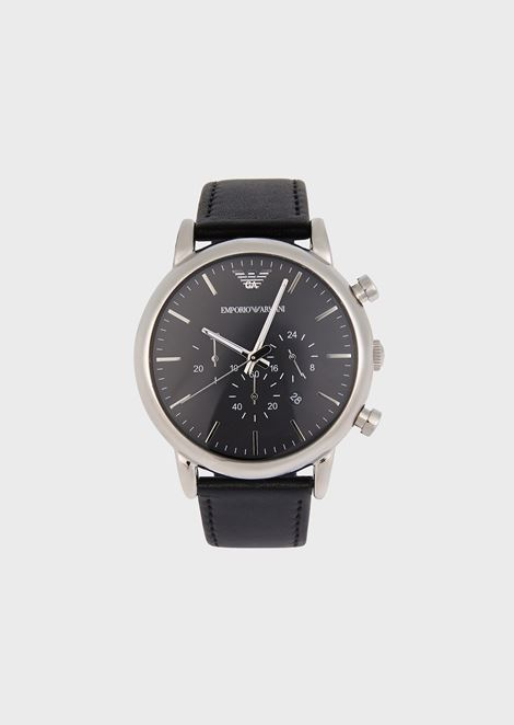 Chronograph with steel case and smooth leather strap