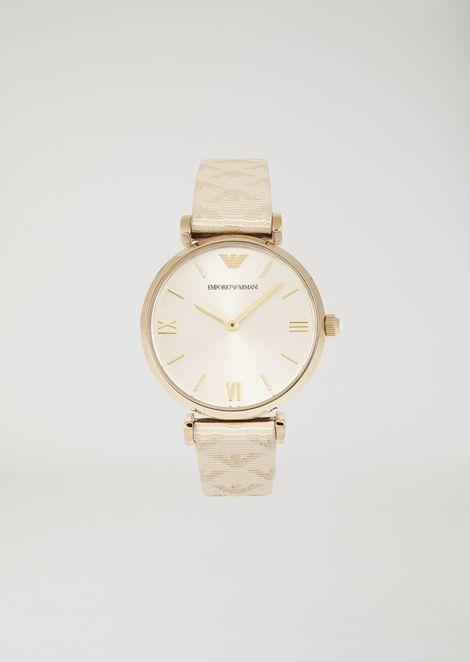 不锈钢指针式腕表,搭配整体徽标装饰皮革表带