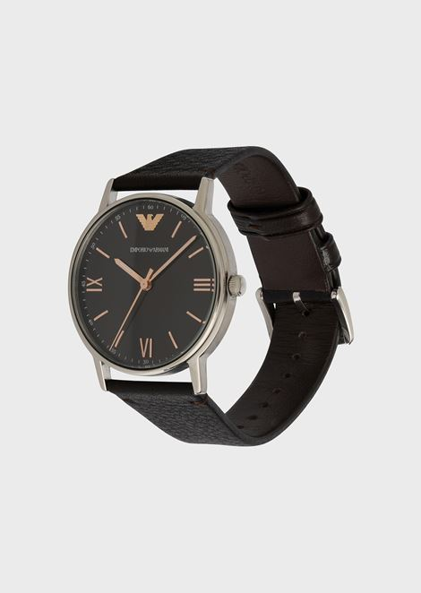 Watch with round dial and grainy leather strap