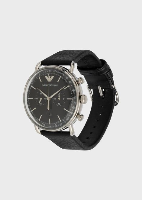 Watch with round dial and hammered leather strap