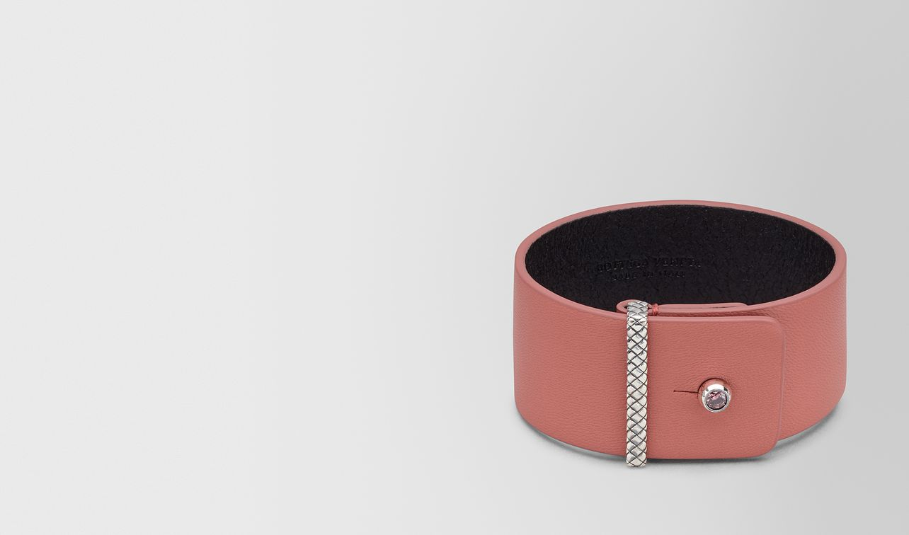 bracelet in leather  landing