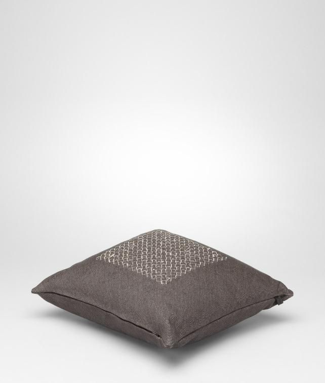 BOTTEGA VENETA Intrecciato Linen Pillow Pillow and blanket E fp