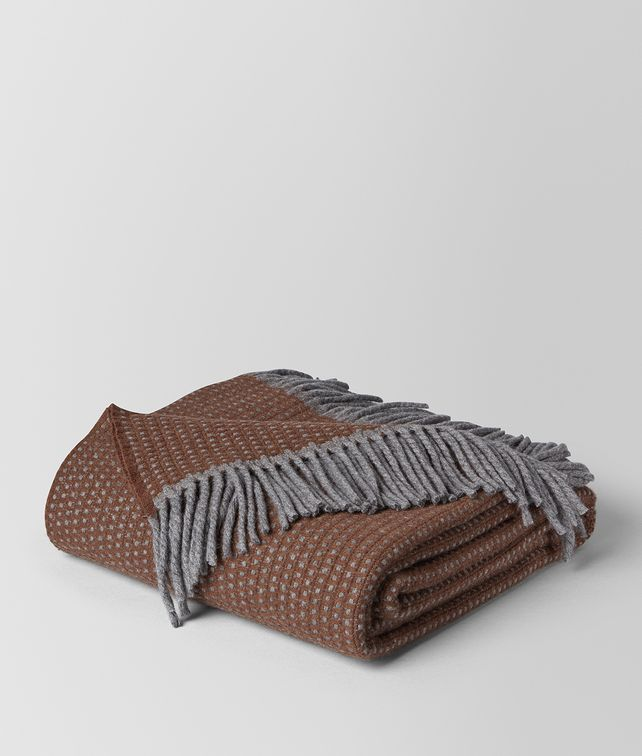 BOTTEGA VENETA COUVERTURE DAGAN EN CACHEMIRE ANTHRACITE DARK BROWN COUVERTURES E fp