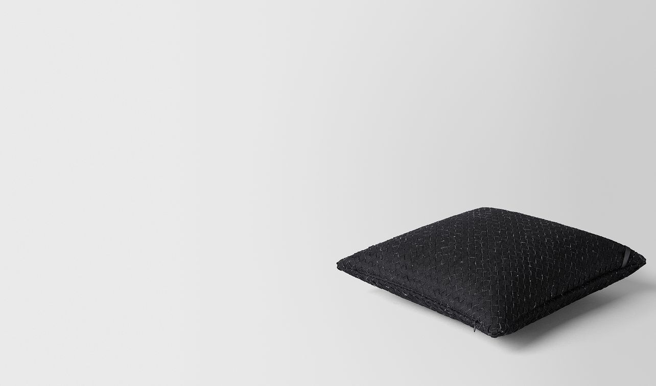 nero intrecciato linen square pillow landing