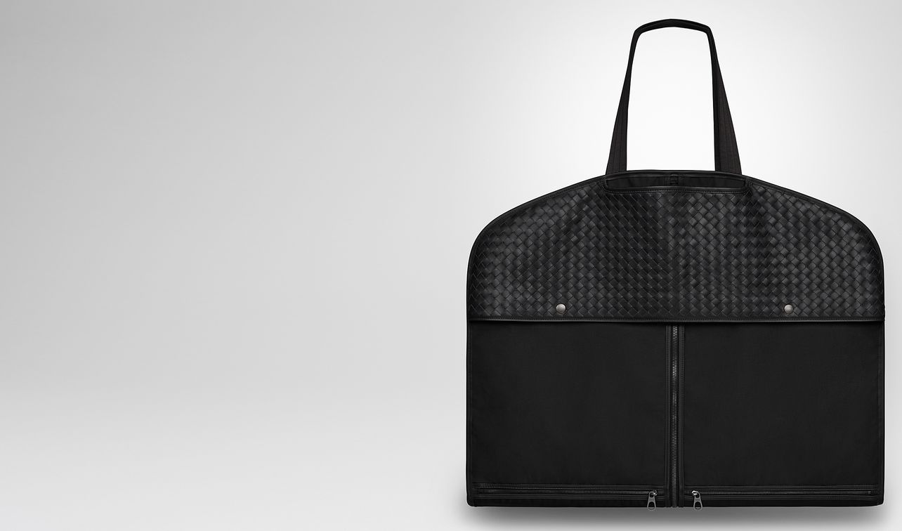 garment bag in nero technical canvas e vitello intrecciato landing
