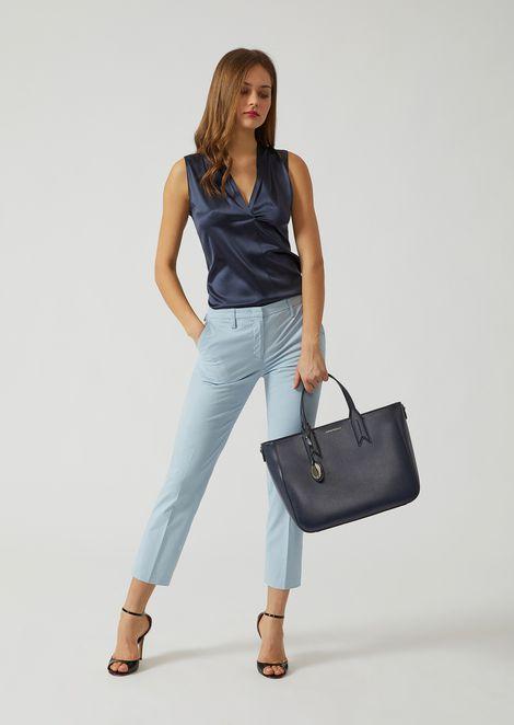 Handbag with logo charm
