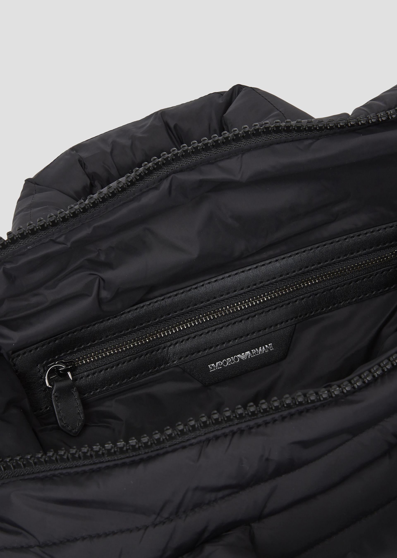 Emporio Armani - Padded puffer bag with Emporio Armani logo shoulder strap  - 5 0cf32eeaf079f