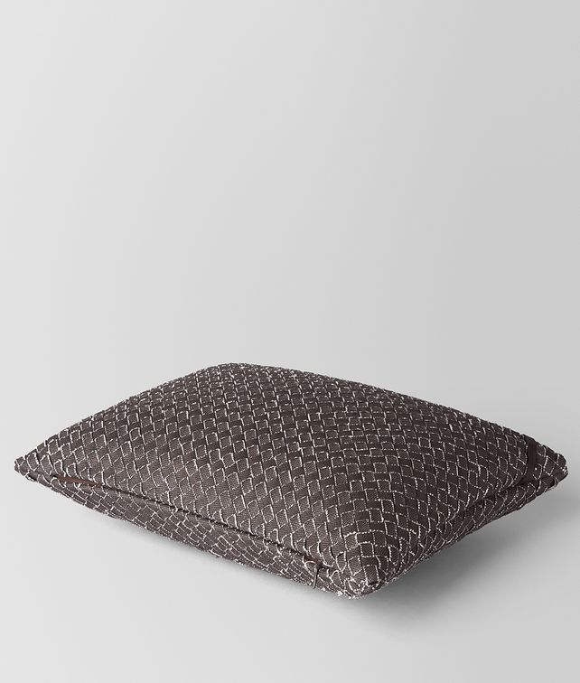 BOTTEGA VENETA PILLOW IN CARBONE INTRECCIATO LINEN Pillow and blanket E fp