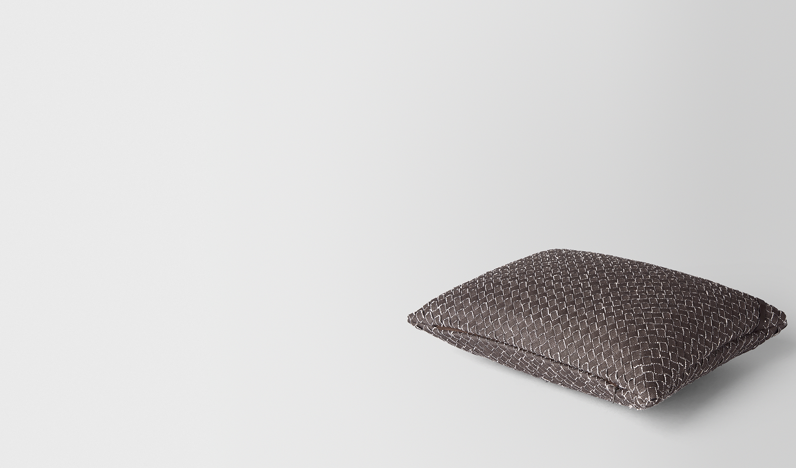 BOTTEGA VENETA Pillow and blanket E PILLOW IN CARBONE INTRECCIATO LINEN pl