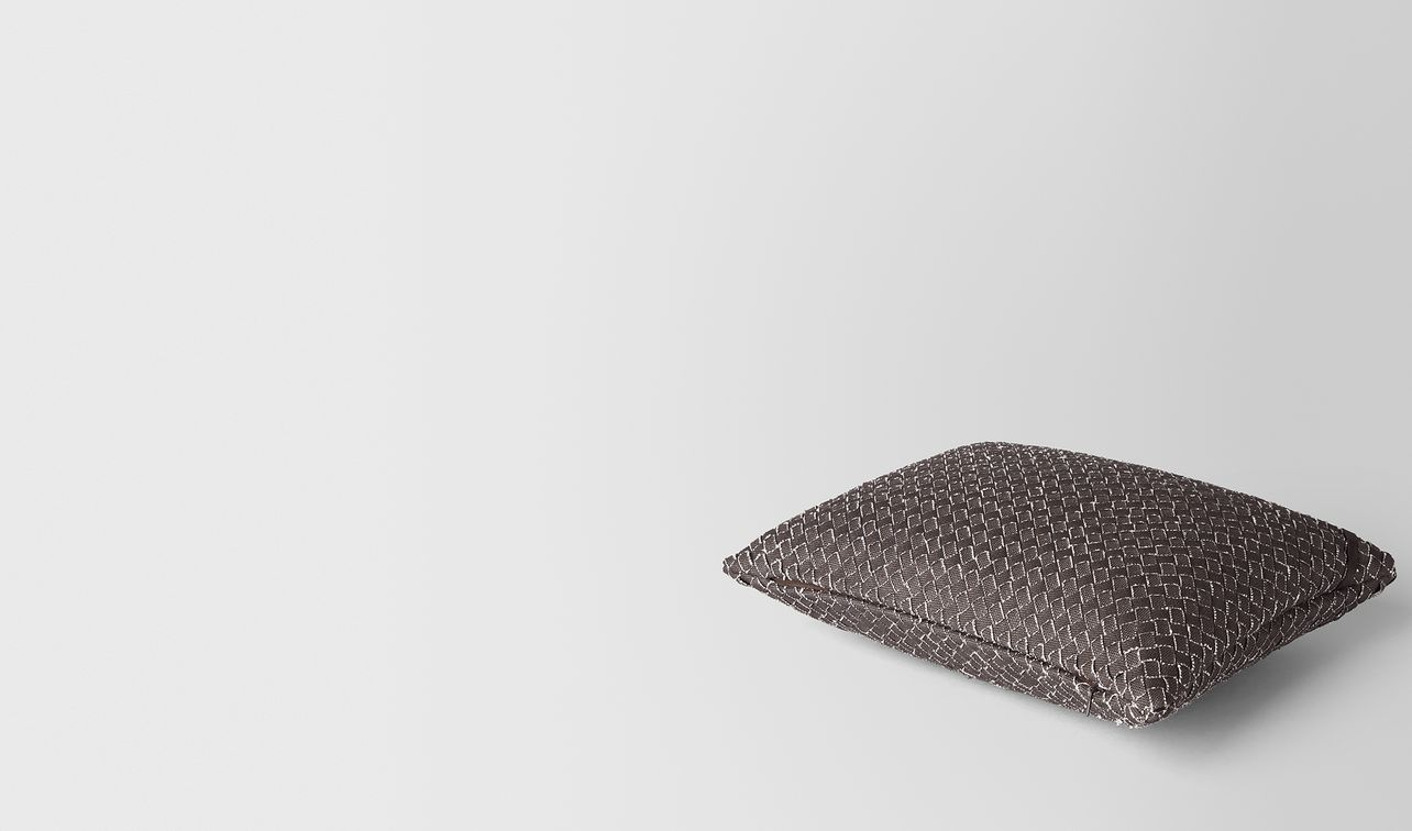 carbone intrecciato linen rectangular pillow landing