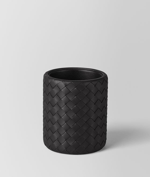 BOTTEGA VENETA PENCIL HOLDER IN NERO INTRECCIATO NAPPA Desk accessory E fp