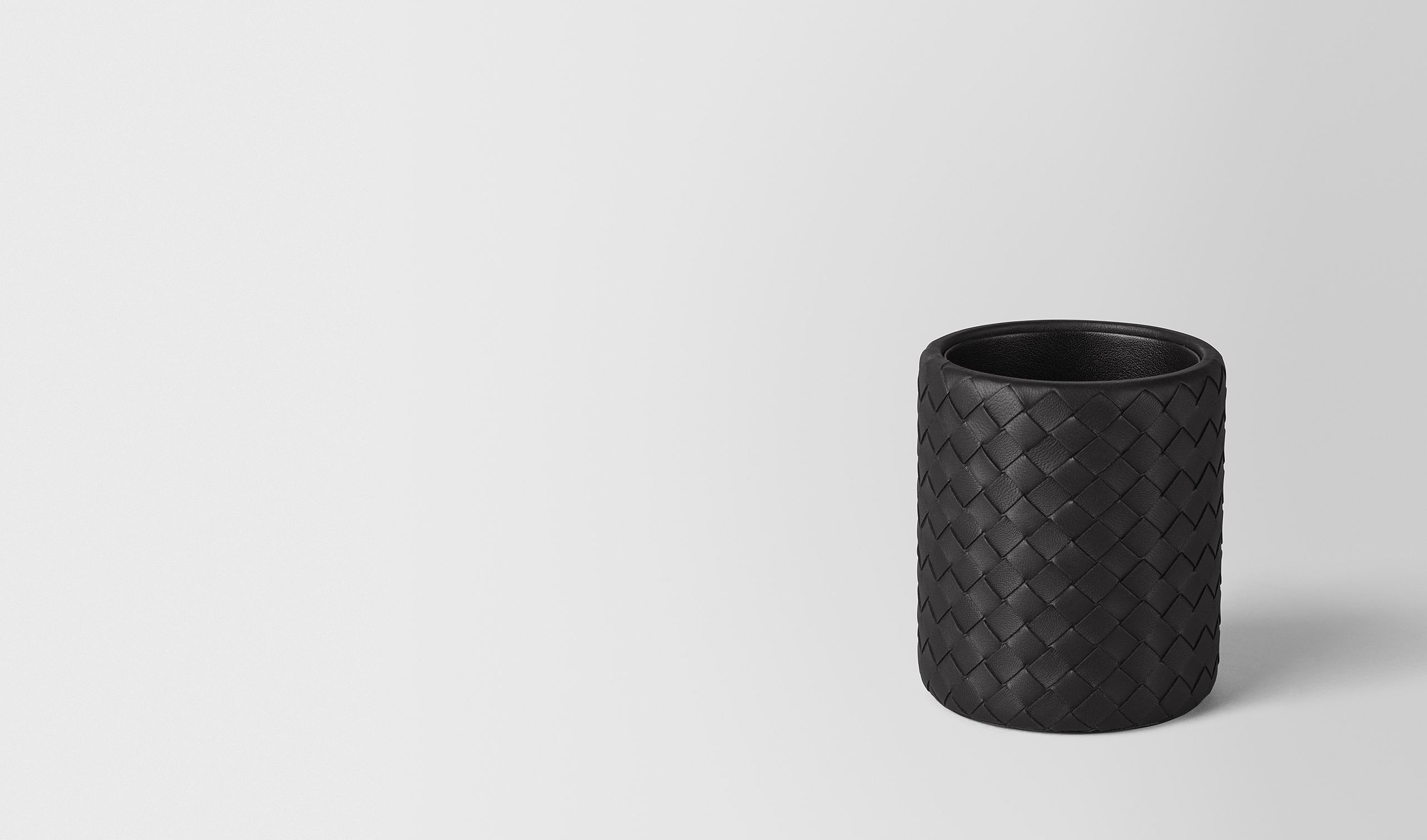 BOTTEGA VENETA Desk accessory E PENCIL HOLDER IN NERO INTRECCIATO NAPPA pl