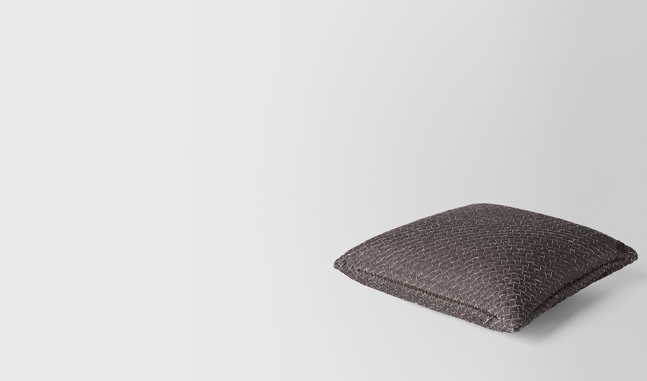 carbone intrecciato linen square pillow landing