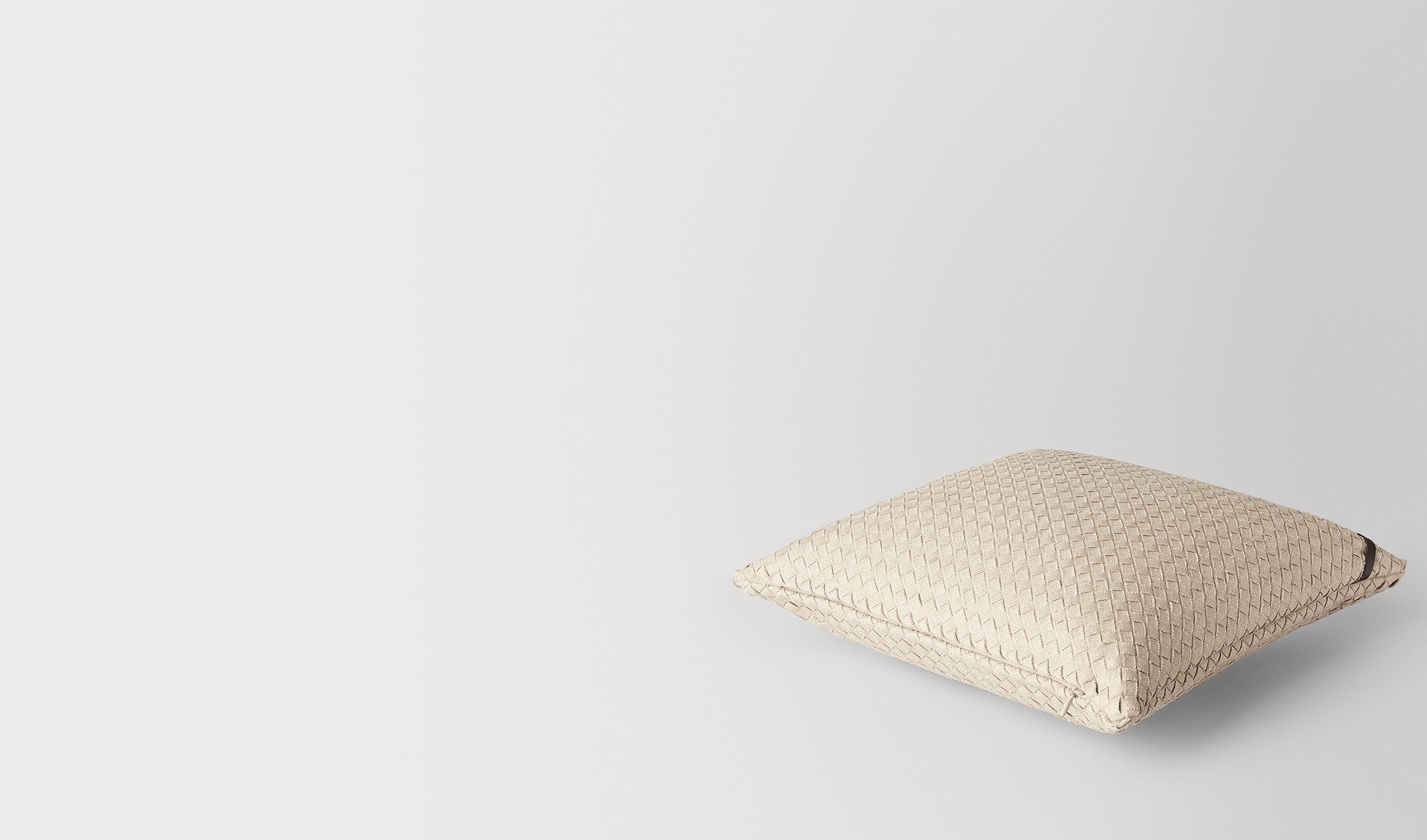 BOTTEGA VENETA Pillow and blanket E PILLOW IN PALLADIO INTRECCIATO NAPPA pl
