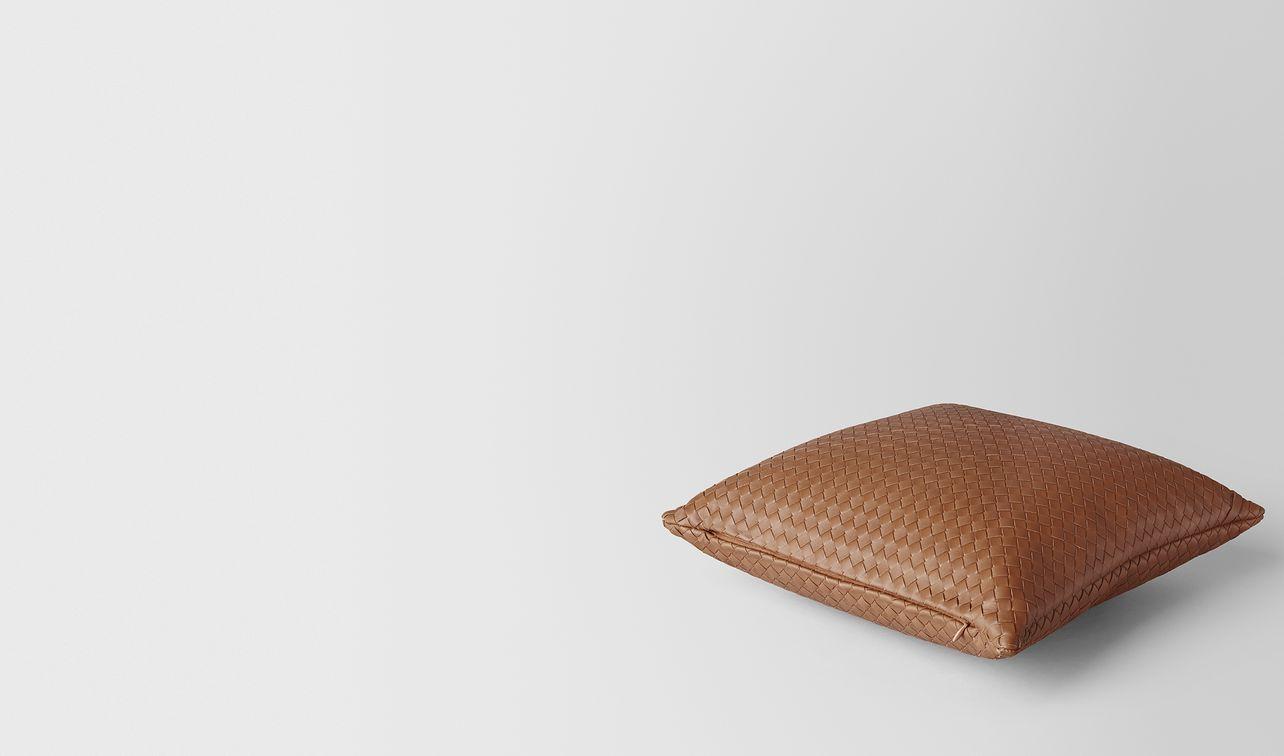 noce intrecciato nappa leather square pillow landing