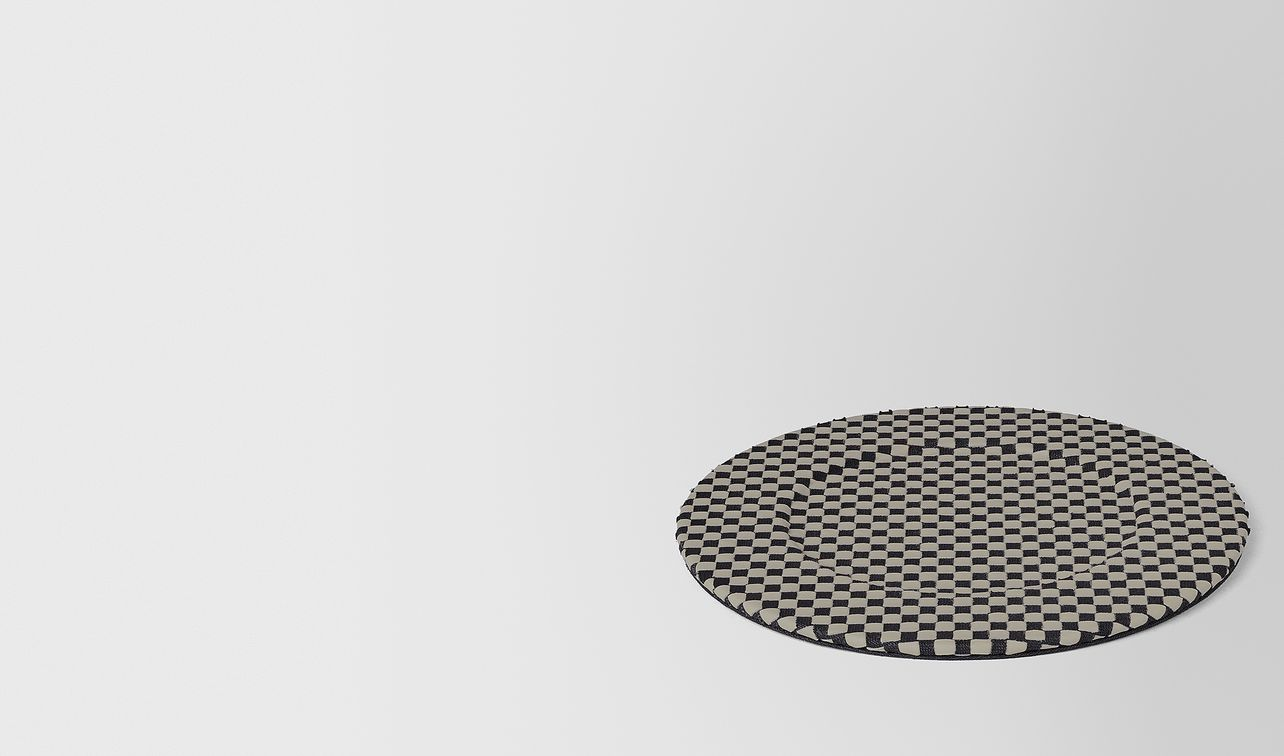 charger in intrecciato chequer landing
