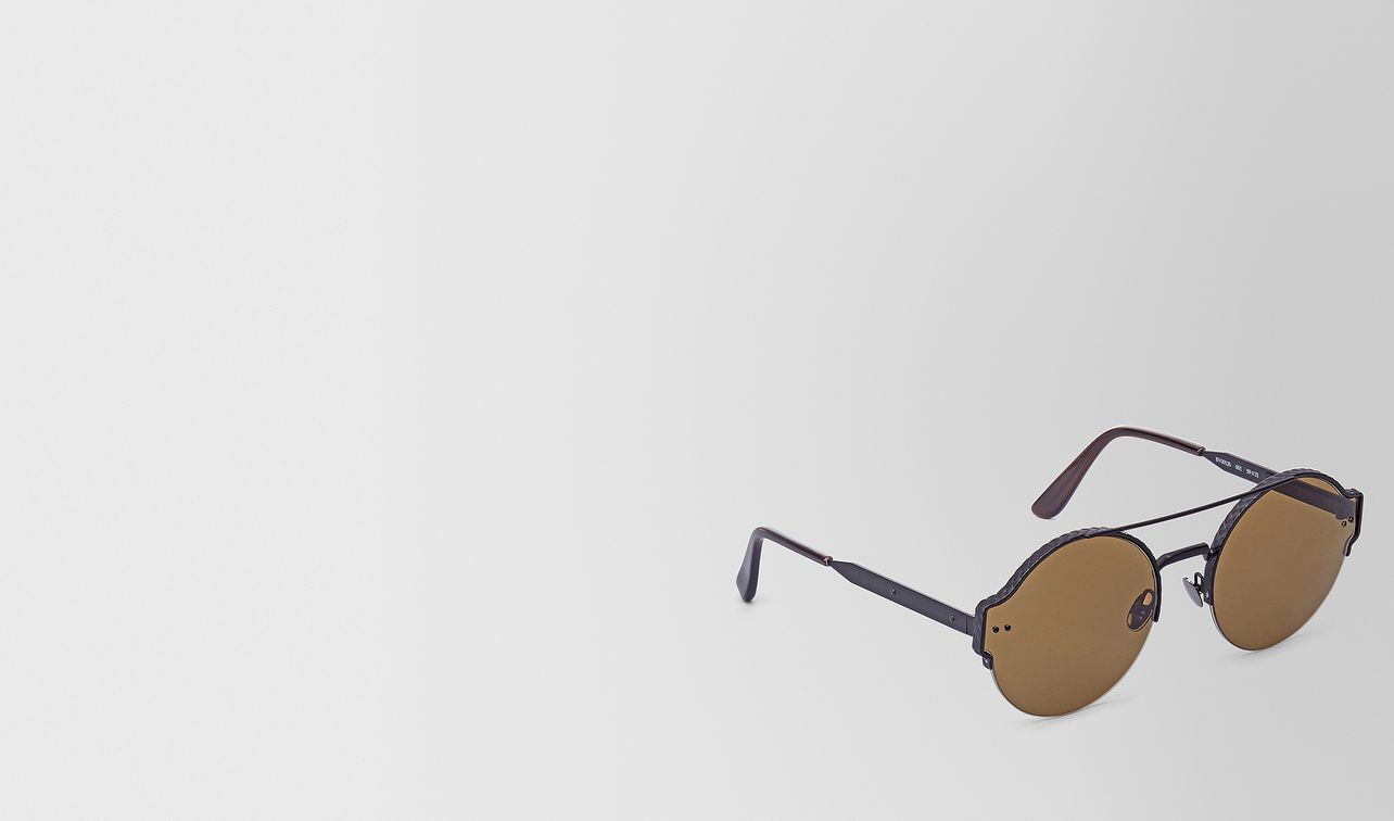 sunglasses in black metal with brown lens landing