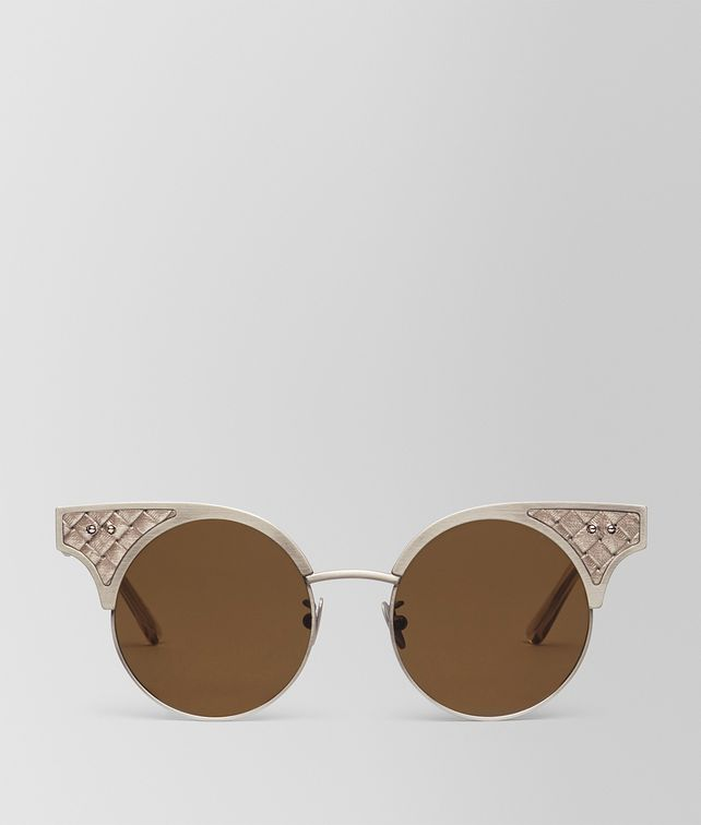 BOTTEGA VENETA SUNGLASSES IN GOLD STAINLESS STEEL LEATHER, SOLID LIGTH BROWN LENSES AND INTRECCIATO DETAILS ON THE FRAME Sunglasses D fp